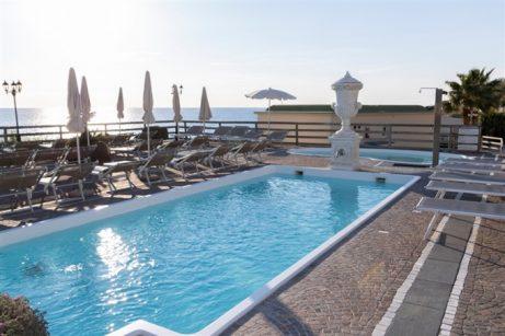 hotel-baiadellesirene-ischia-piscine